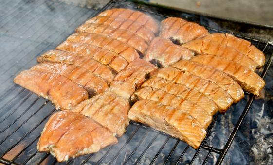 Gold Creek Salmon Bake & Mendenhall Glacier Day Tour in Juneau, Alaska