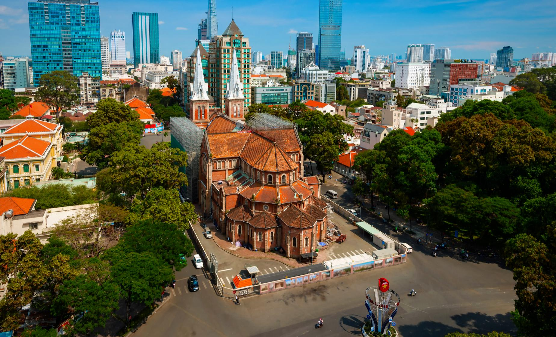 Best of Ho Chi Minh City,  the Reunification Palace, Presidential Palace, Twin Towers of the Notre Dame Cathedral, Le Cong Kieu Antique Street, Cao Dai Temple,
