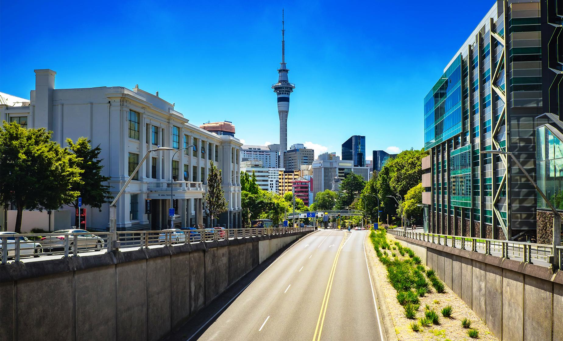 Explorer Bus Tour in Auckland (Parnell Village, Sky Tower, Bastion Point)
