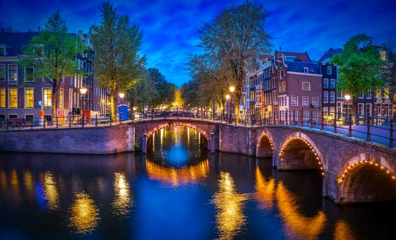 Candlelight Cruise Tour in Amsterdam (Venice of the North)