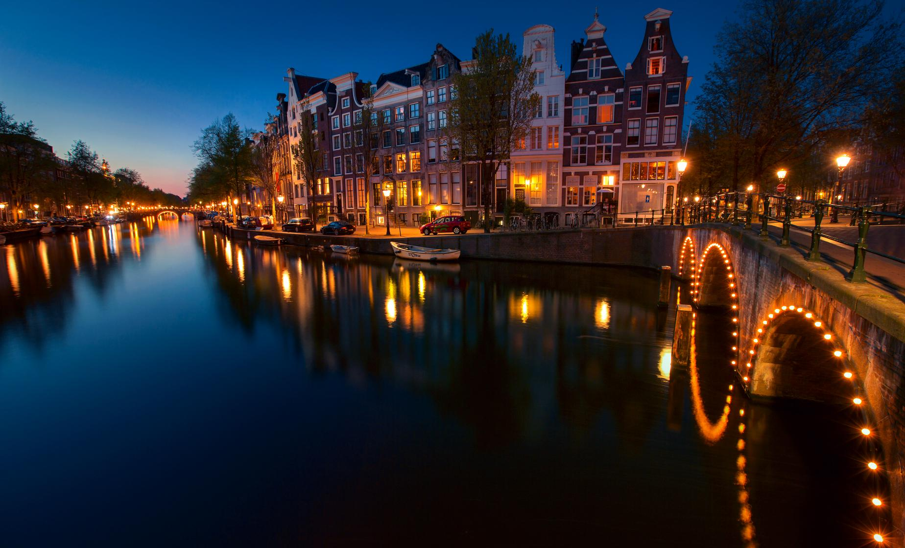 Four Course Dinner Cruise - Amsterdam (Venice of the North)