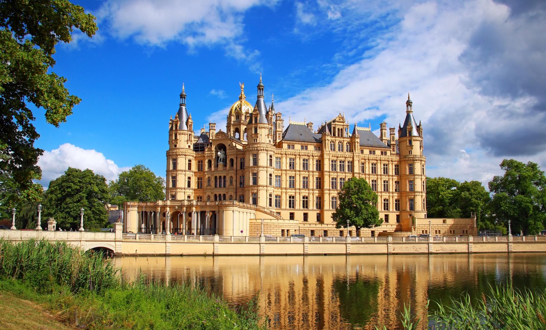 Private Duke's Castle Schwerin Tour in Berlin (Pfaffenteich District, Town Hall)