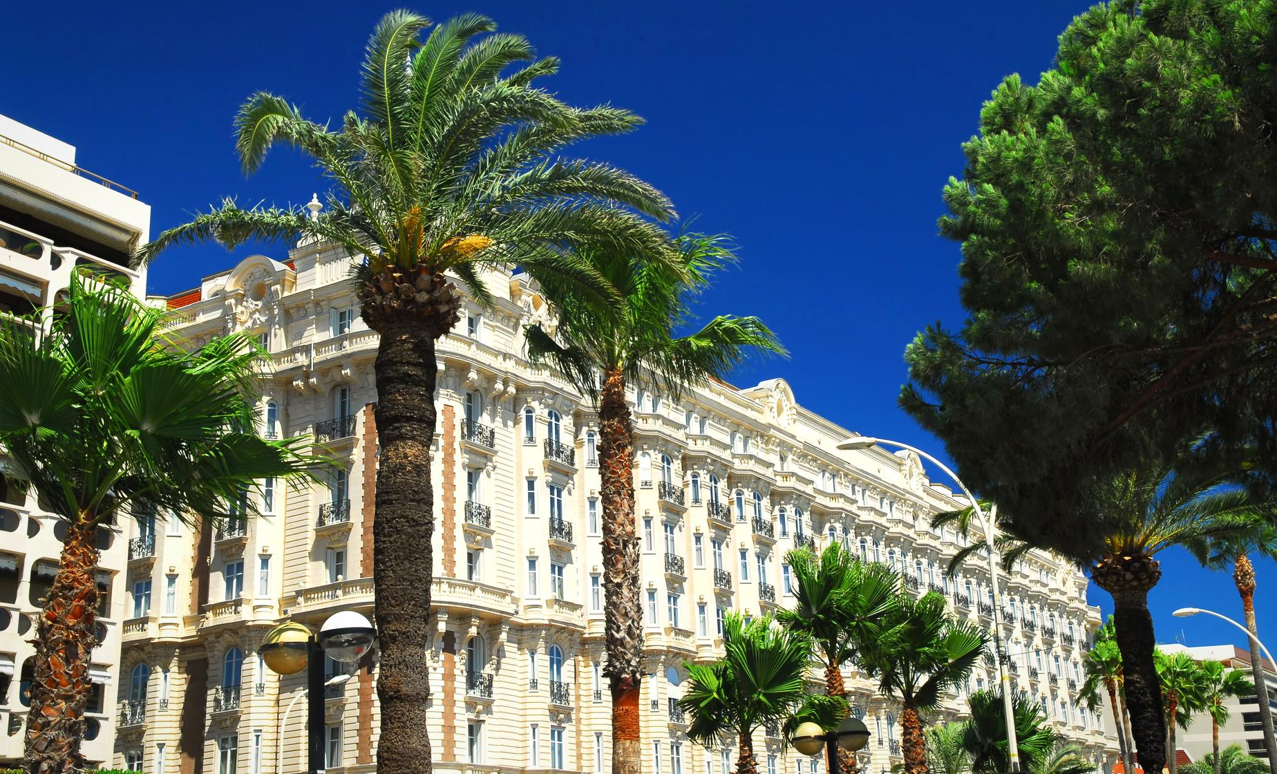Private Walking Tour in Cannes (Le Suquet, Promenade de la Croisette)