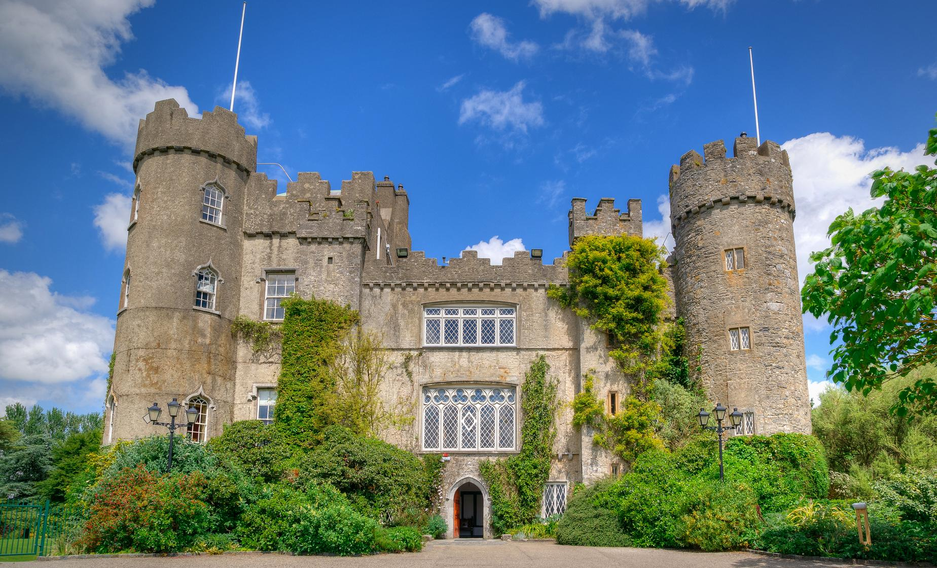 Howth Coastal Village and Malahide Castle Tour