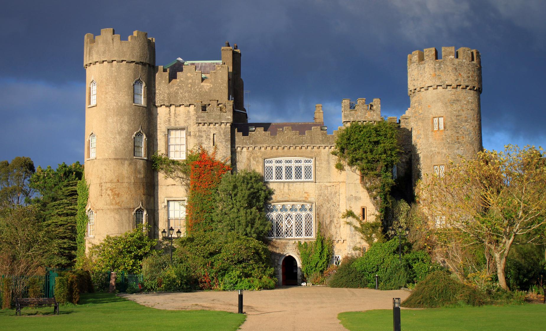 Private Castles of North Dublin Tour (Malahide Estate, Man O War Pub)