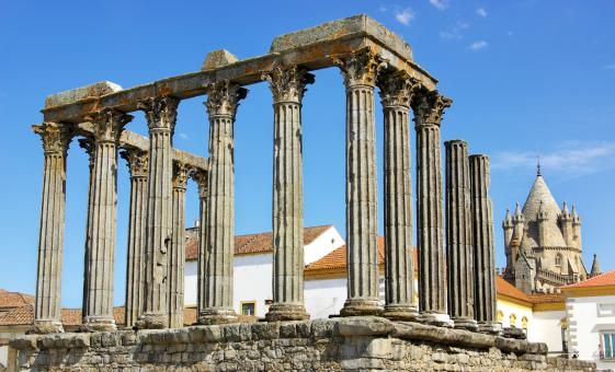Evora and Wine Tour in Lisbon (Reguengos de Monsaraz, Tagus River, Roman Temple)