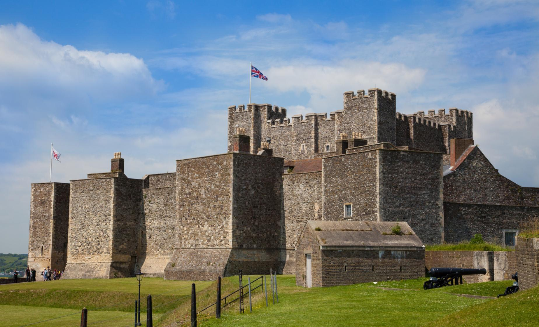 Central London or Heathrow to Dover via Dover Castle Tour (Kent, Garden of England)
