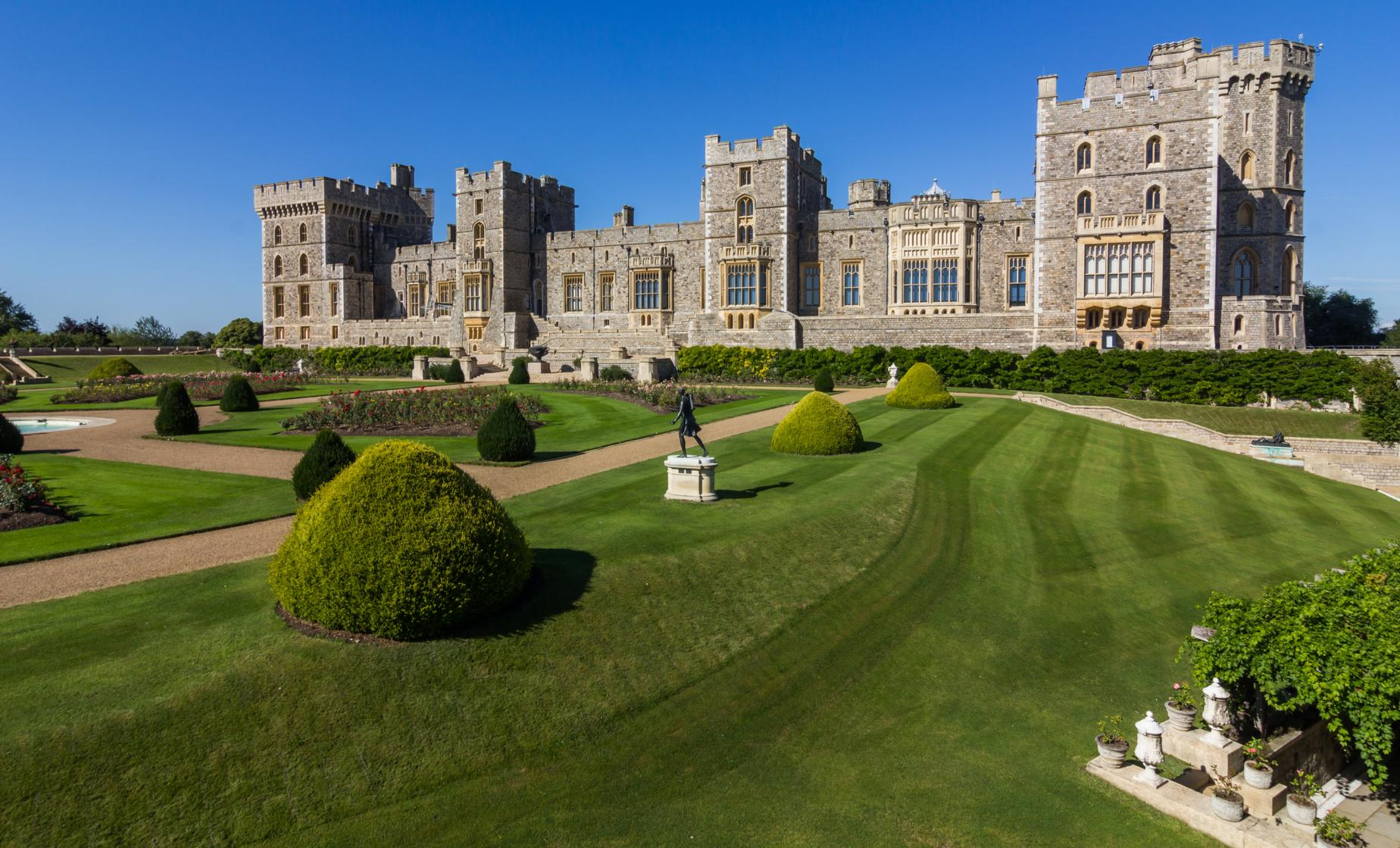 Windsor, Bath, & Stonehenge with Roman Baths Tour (River Thames, Runnymede)