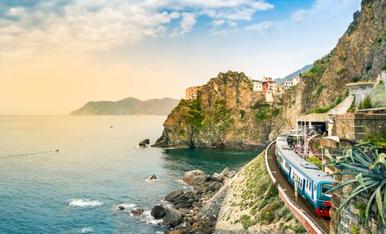 Cinque Terre by Train and Limoncino