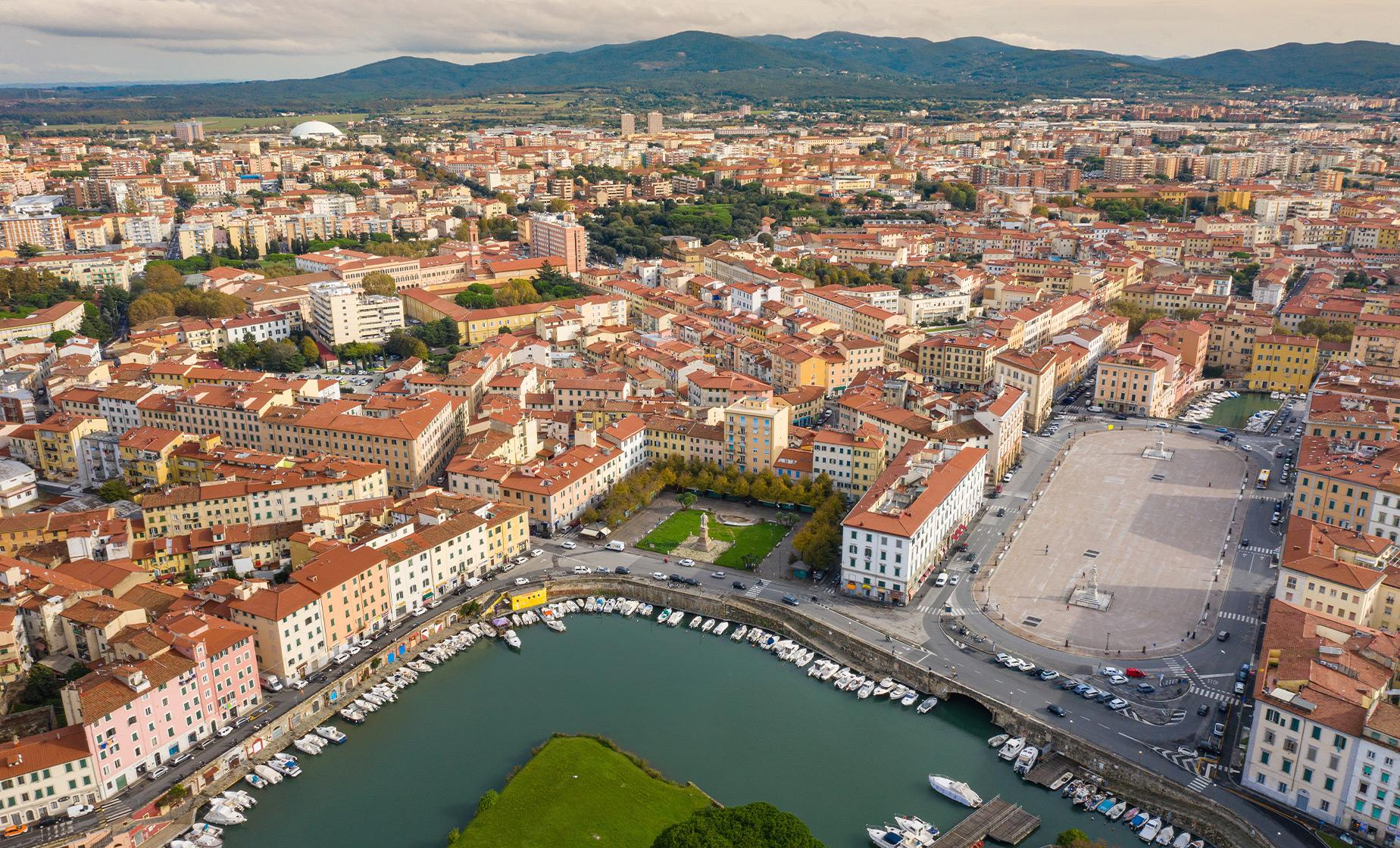 Hop On Hop Off Sightseeing Bus Cruise Tour in Livorno City