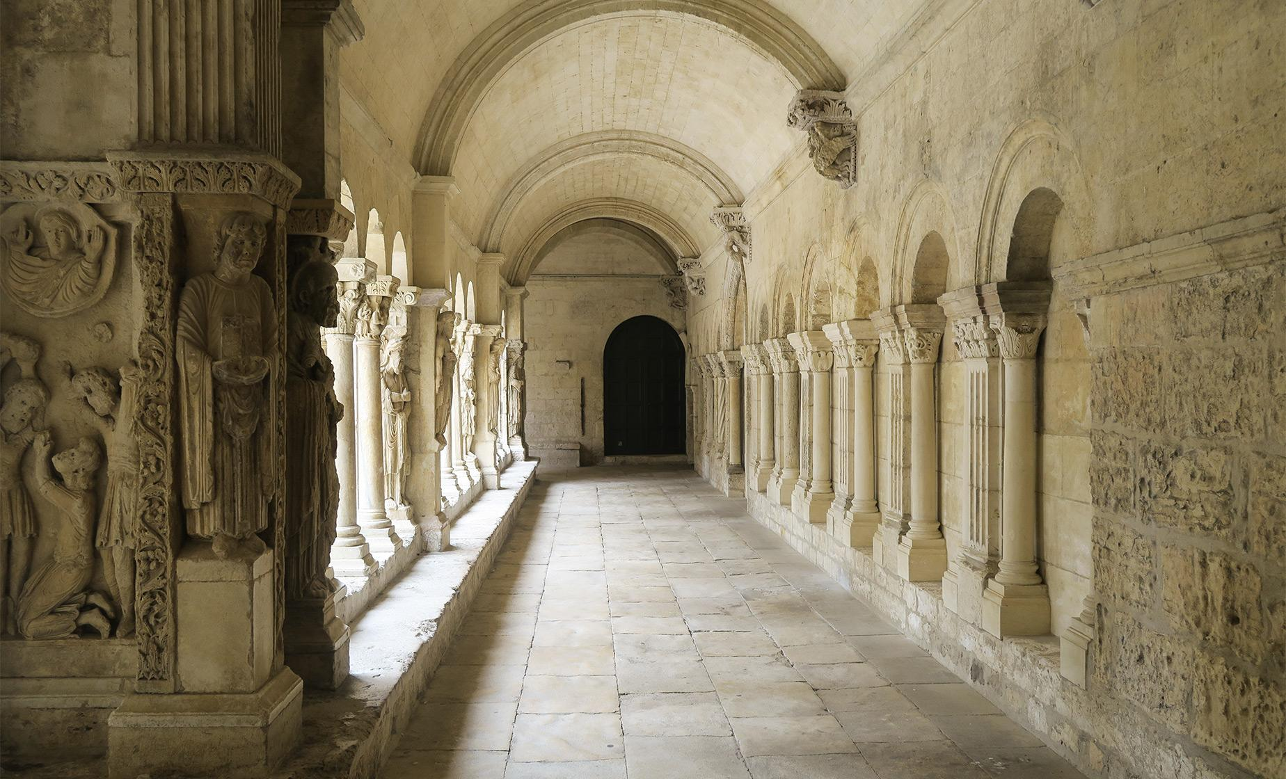 Private Baux de Provence, Arles and Carrieres de Lumiere Full Day Tour