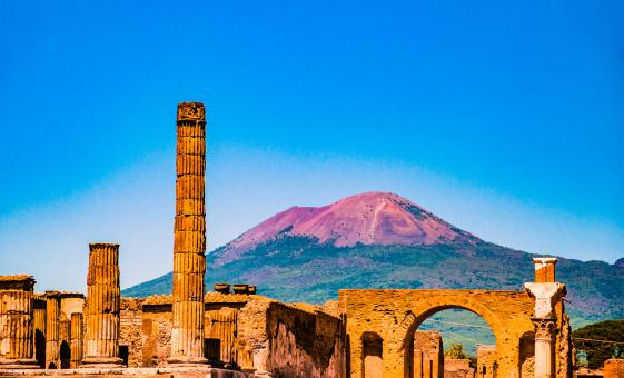 Pompeii and Mount Vesuvius Hike with Lunch and Wine Tasting