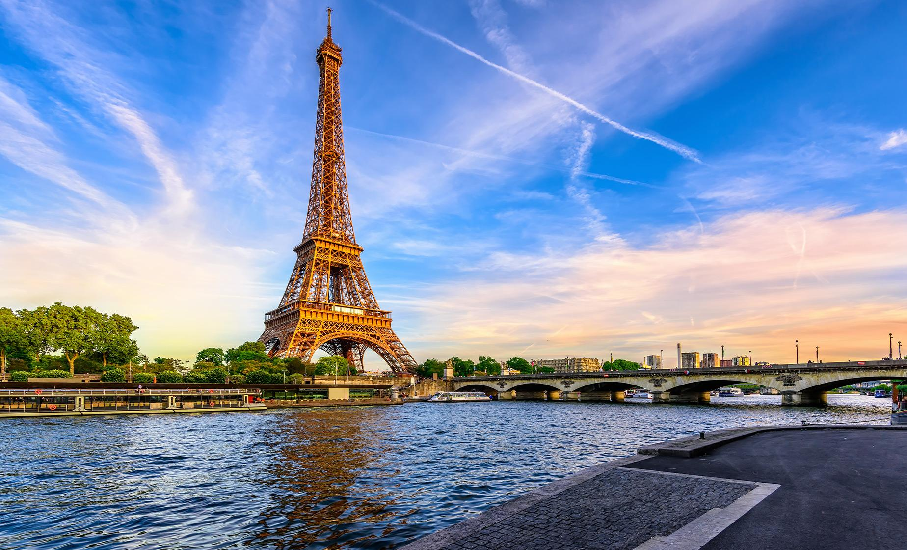 Paris Highlights with Lunch at the Eiffel Tower