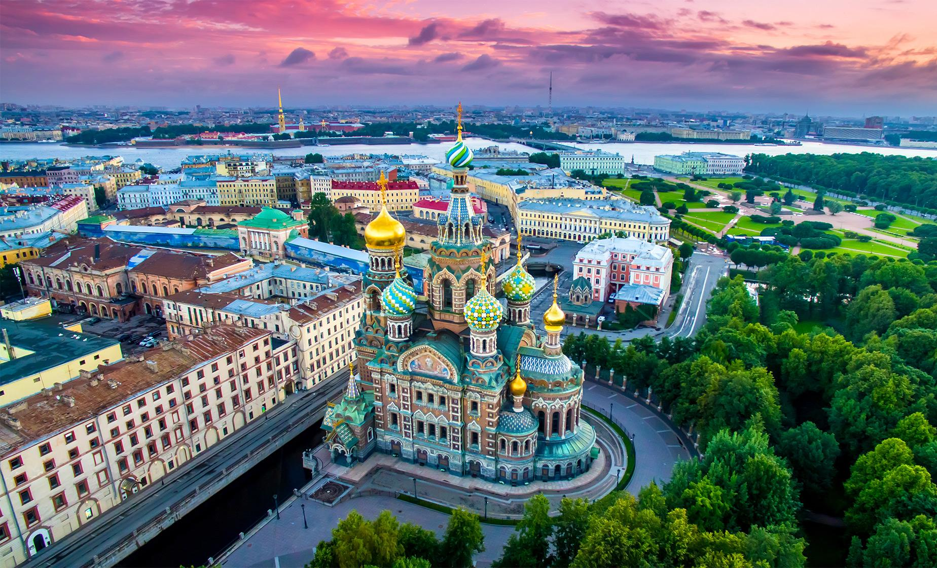 2 Day Imperial Saint Petersburg Highlights Tour with Spanish Guide (Visas Included)