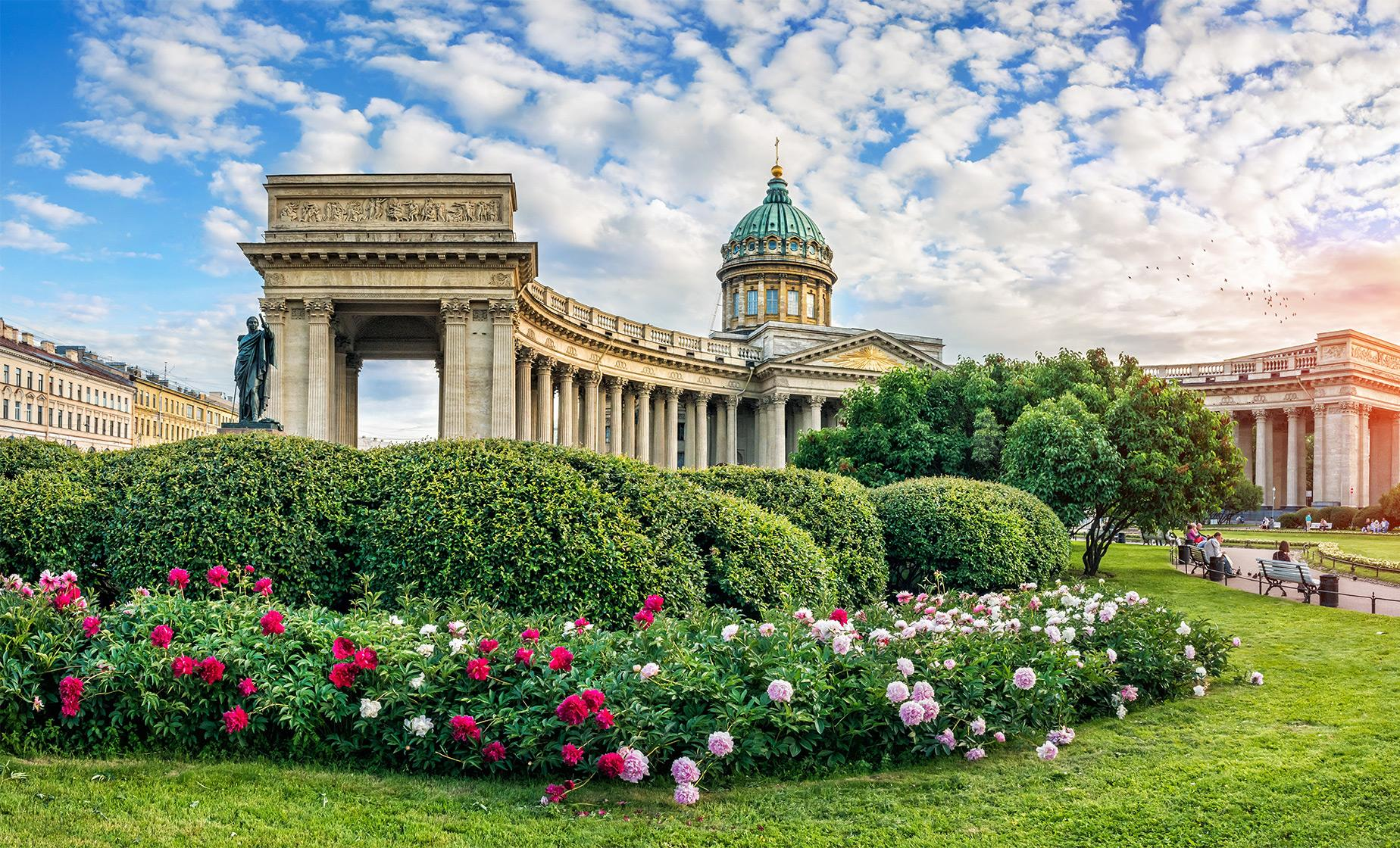 Private Best of St. Petersburg. Family Visit and Metro ride
