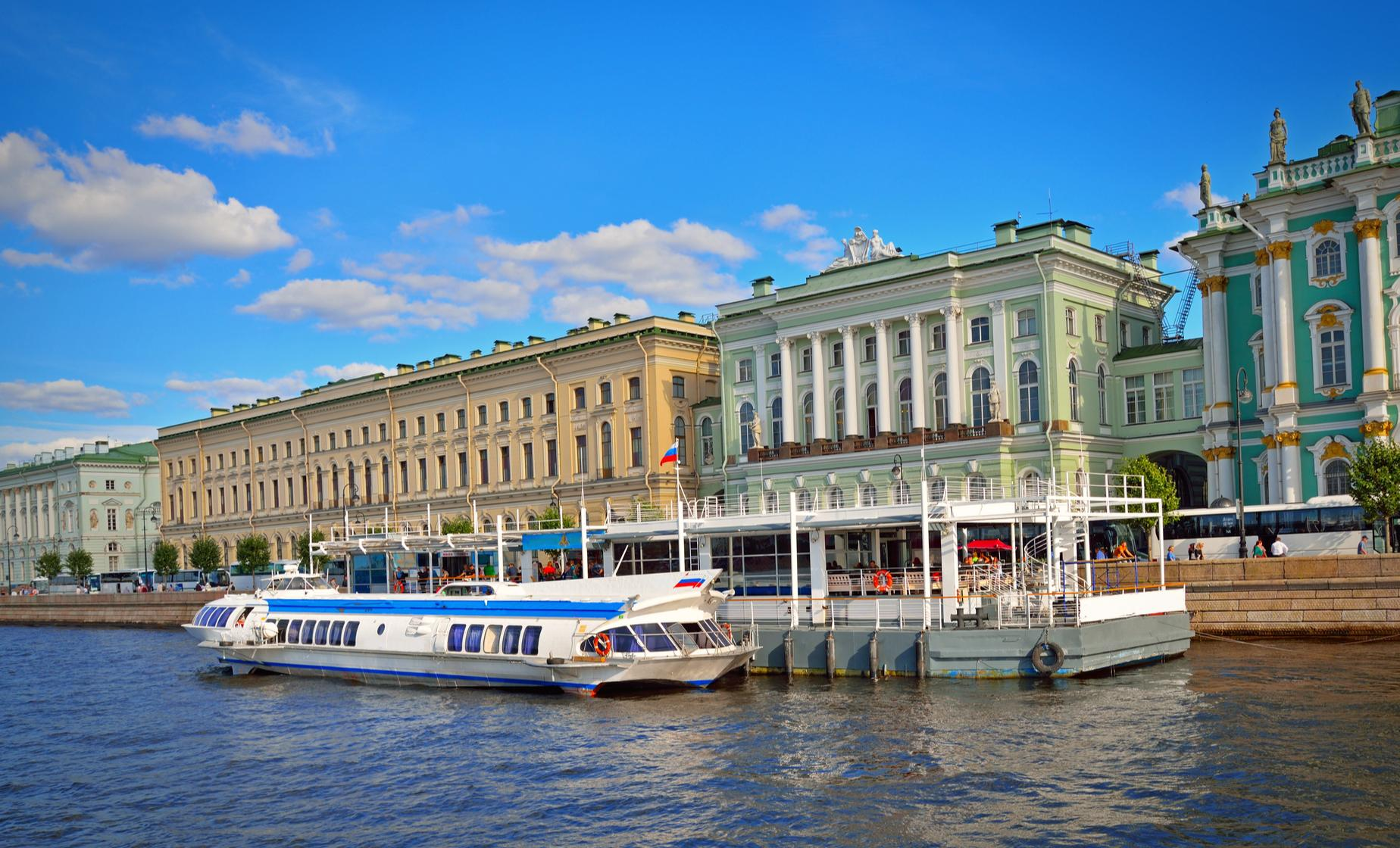 Private Royal Palaces and Hydrofoil (Visas Included)