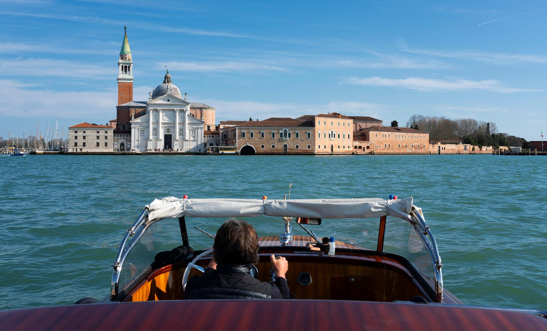 Private Boat Transfer from Venice Pier to Airport