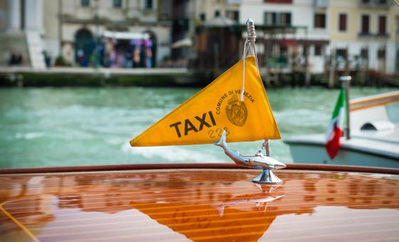 Private Boat Transfer from Venice Pier to Hotels in Venice