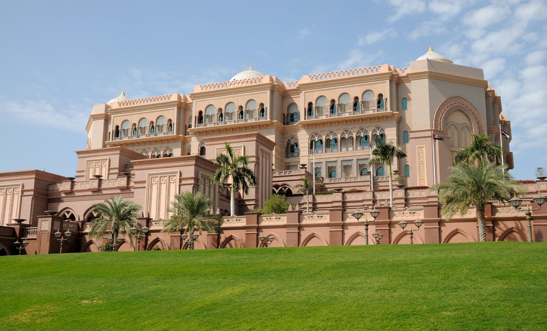 Emirates Palace, Corniche & Lulu Island Boat Tour