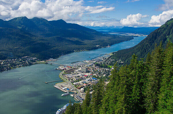 Juneau tours to mountainside port town.
