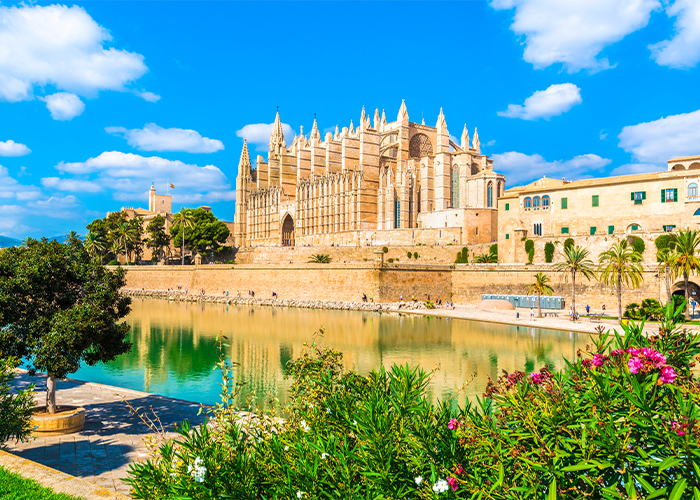 Palma de Mallorca tours to Spanish beach.